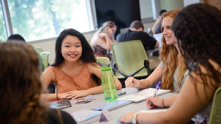 Students collaborate during a Life Sciences First Year Program class.